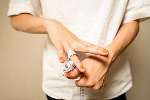 Как узнать размер кольца девушки?
